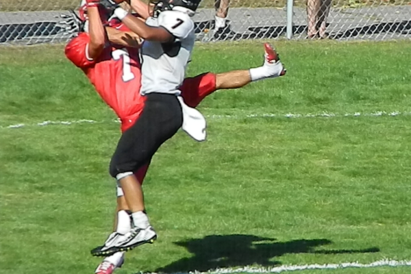 Ryan Bednarek (7) comes down with a touchdown reception.