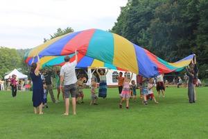 Medium rs picnic 20parachute img 3678