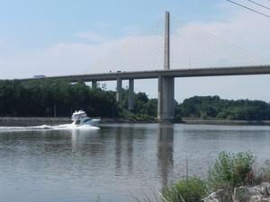 Medium boat 20bridge
