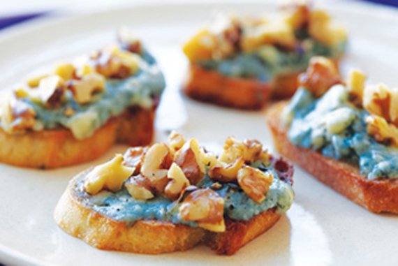 Bleu cheese toasts