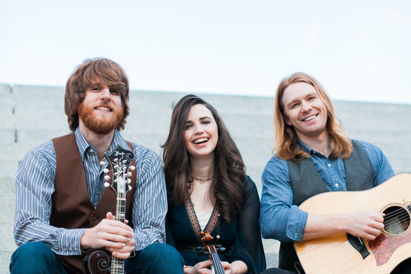 The Barefoot Movement, a Nashville-based, acoustic, bluegrass band, was the first performing group in the 2016 Ogden Nature Center Summer Concert Series. They performed June 9. – Catherine Truman
