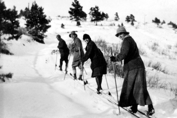 Carl Howelsen leads a group of friends, possibly from the Ladies Recreation Club, in the early 1900s. Photo courtesy Tread of Pioneers Museum.