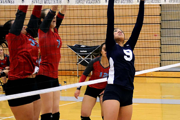 Junior setter Lavina Laloni sets up her teammate for a spike. (Kimberly Roach/City Journals)