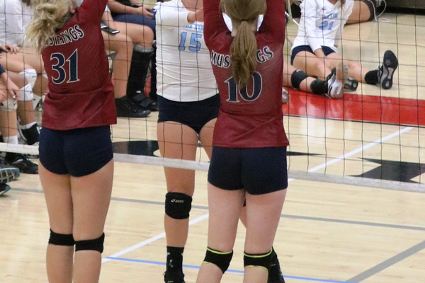 Herriman senior Madison Garrett (No. 10) played several positions for the Mustangs, including middle blocker and outside hitter. (Catherine Garrett/ Herriman booster)