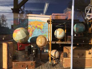 Medium globes maps2
