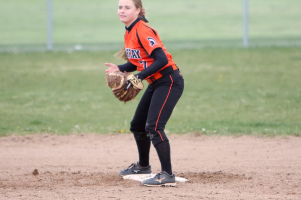 Murray's Sophie Richmond awaits a throw at second base. (Glossy Sports Photos)