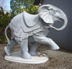 Medium jeffbriggs elephant fiberglassresin 54x62x18.5in