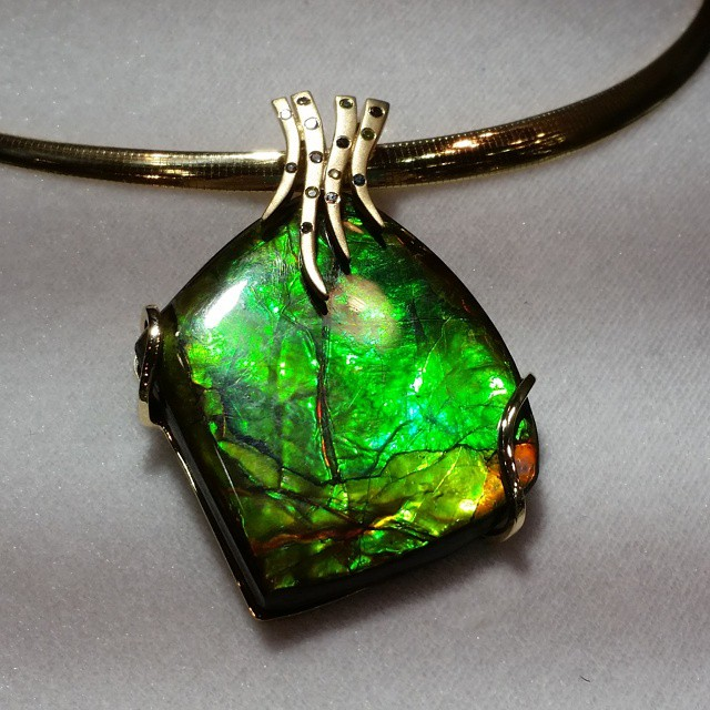 Ammolite 20pendant 20with 20diamonds