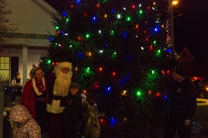 Medium 20151206 galena tree lighting and santa arrival 5275