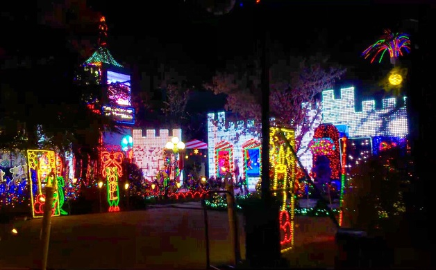 Christmas Tree Lane Fresno.Tales Of Christmas Tree Lane Central California Life Magazine