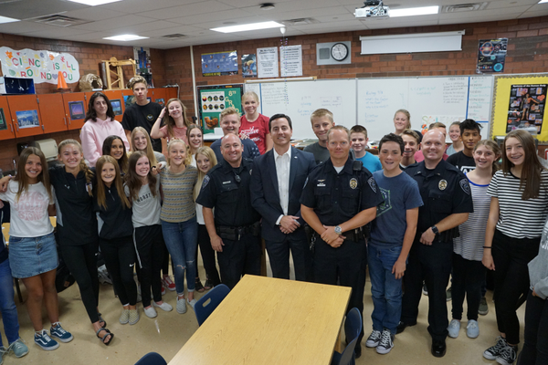 Riverton officers mayor with students