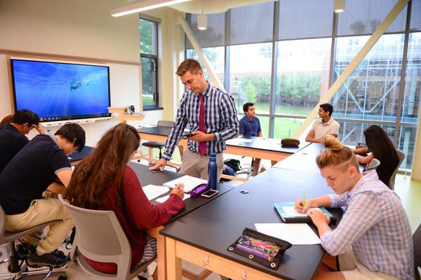The McIlroy Center features 10 flexible lab/classroom spaces for biology, chemistry and physics.