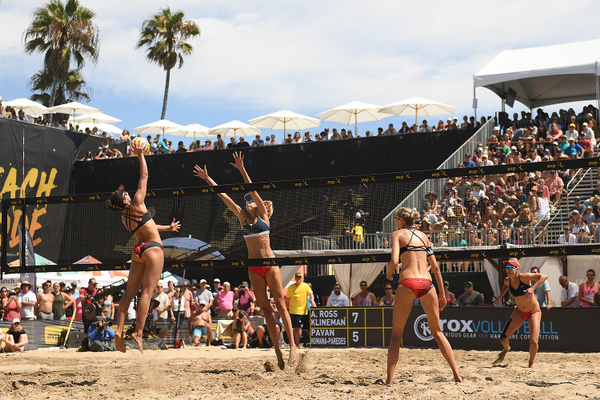 Melissa Humana-Paredes and Sarah Pavan take on Alix Klineman and April Ross.Photo credit: Robert Beck/AVP