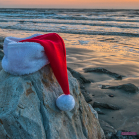 Ig 20santa 20hat 20on 20beach
