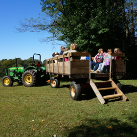 Visitors 20enjoy 20a 20fall 20hayride 50834
