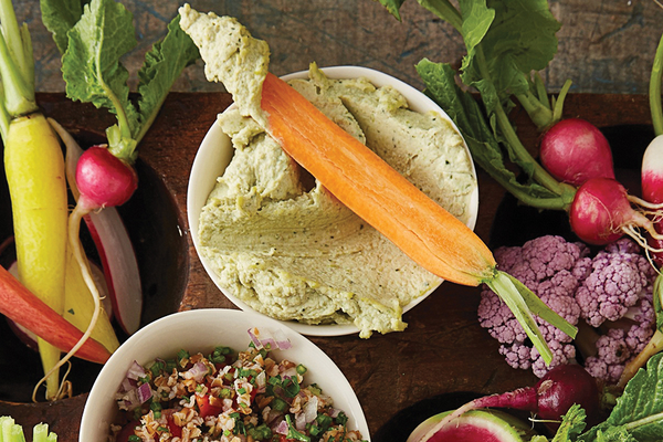 Kale stem hummus with vegetables