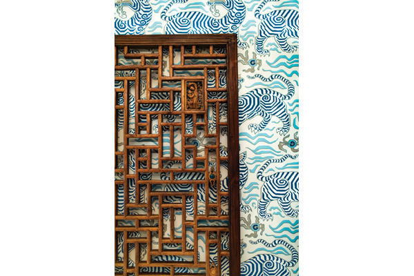 closeup, blue tiger wallpaper, wood art
